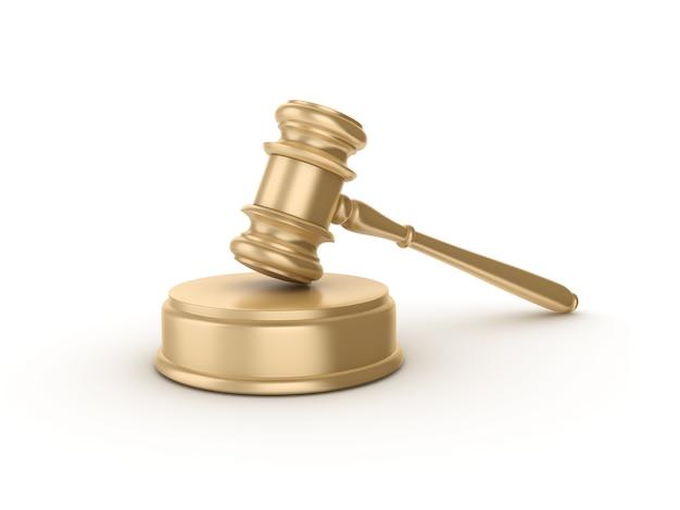 Wettelijke hamer op wit