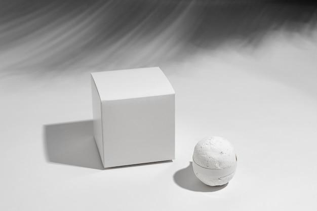 White bath bomb-arrangement