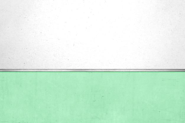 Whiteboard op groene muurachtergrond