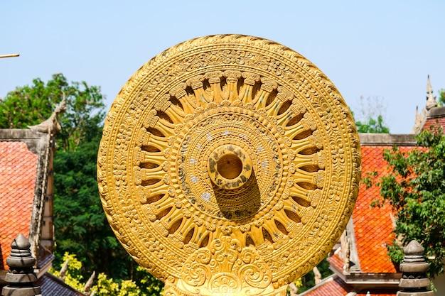 Wiel van wet of dhammachakka is symboolonderwijst van lord boedha