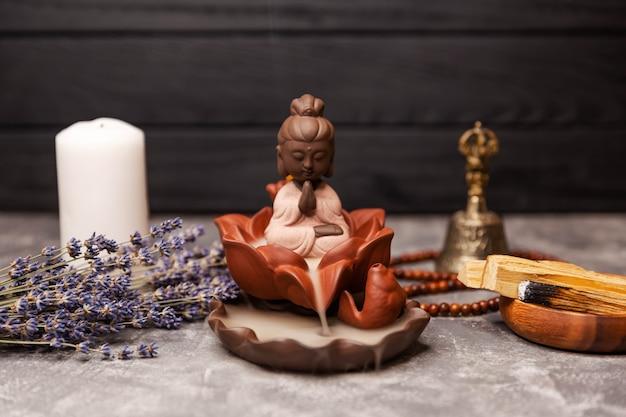 Wierookstokjes spa aromatherapie ceremonie van aanbidding van de boeddha