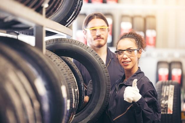 Wij zorgen goed voor uw wiel en banden. quality of service-concepten.
