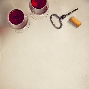 Wijn over grijze marmeren achtergrond