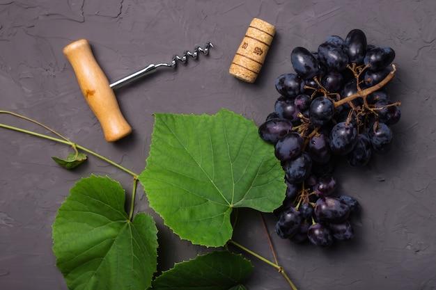Wijnbouwconcept van de verse oogst van de de herfstdruif