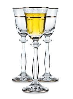 Wijnglas geïsoleerd met witte wijn