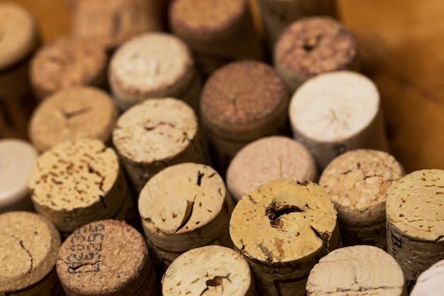 Wijnkurken op de tafel