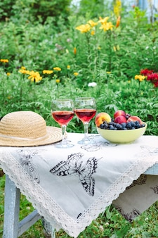 Wijnstilleven in de tuin