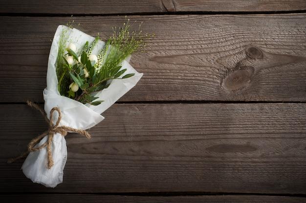 Wilde bloemen, bladeren, twijgen