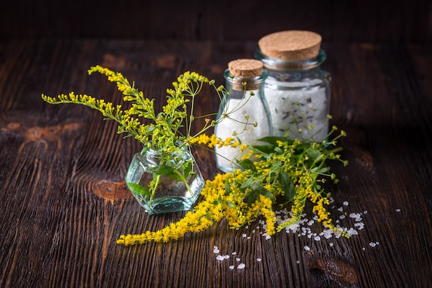 Wilde bloemen in een boeket