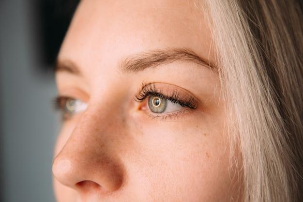 Wimpers extensie voor na, wimper, mooie vrouw eyescloseup