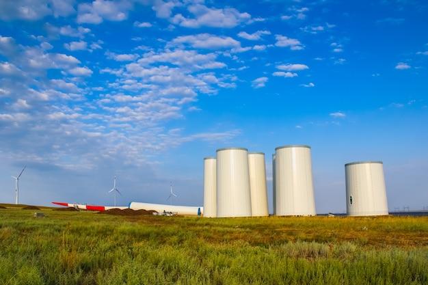 Windmolen constructie. installatie van een windturbine