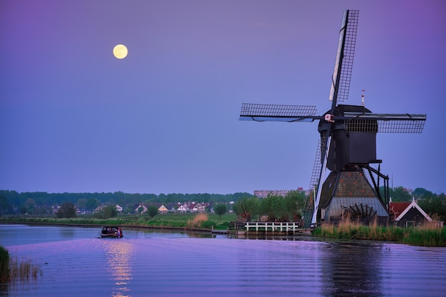 Windmolens bij kinderdijk in holland nederland