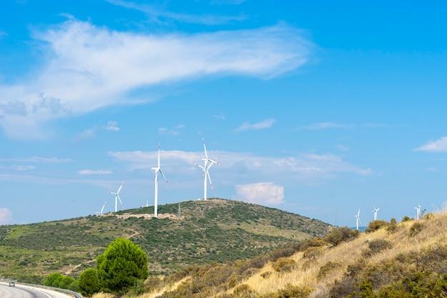 Windmolens voor elektriciteitsproductie op de berg