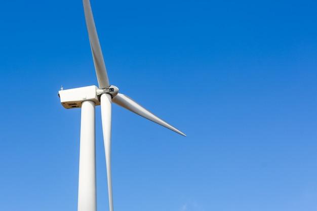 Windmolenturbine voor elektrische productie in khao kor, petchaboon, thailand