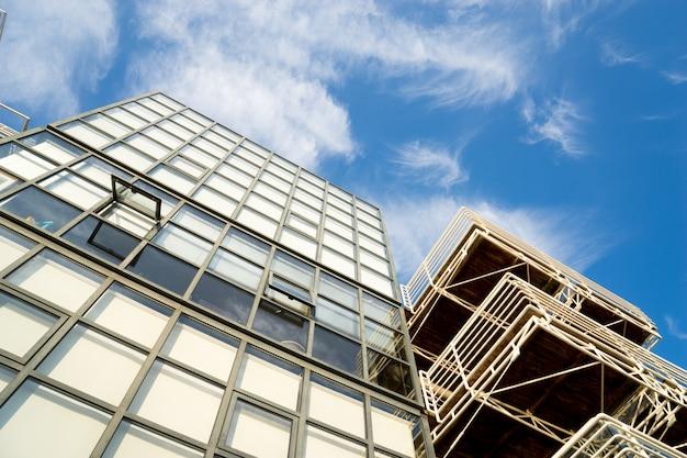 Windows of skyscraper business office corporate gebouw in londen, engeland, vk
