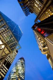 Windows van skyscraper business office, corporate gebouw in london city, engeland, uk