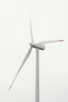 Windturbine in het veld die energie opwekt