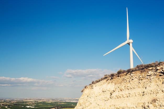 Windturbine voor alternatieve energie. eco-krachtconcept.