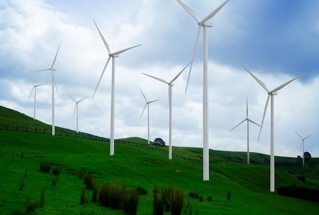 Windturbinelandbouwbedrijf in mooi aardlandschap.