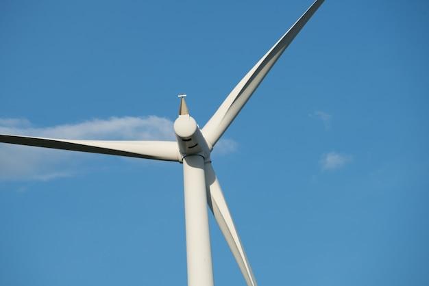 Windturbinelandbouwbedrijf op heuvel