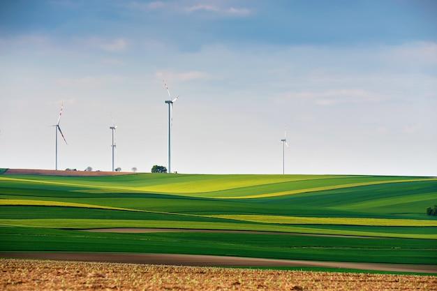 Windturbines die elektriciteit opwekken