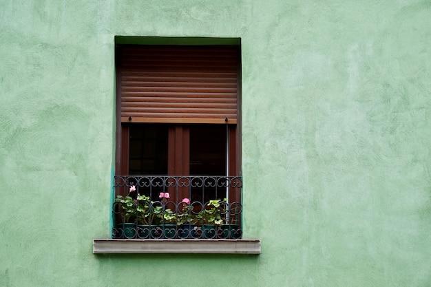 Windwindow, groen, gevel, gebouw, buitenkant, balkon, huis, huis, straat, stad, buitenshuis, kleur, kleurrijk, structuur, architectuur, bouw, muur, achtergrond, bilba