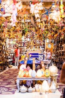 Winkel met egyptische souvenirs voor toeristen