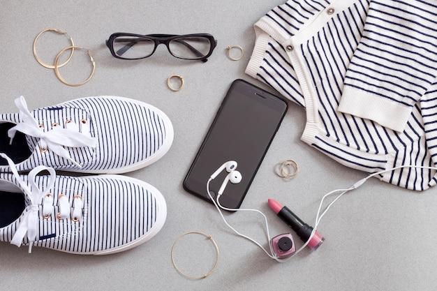 Winkelen en mode-concept. set van stijlvolle vrouwentoebehoren