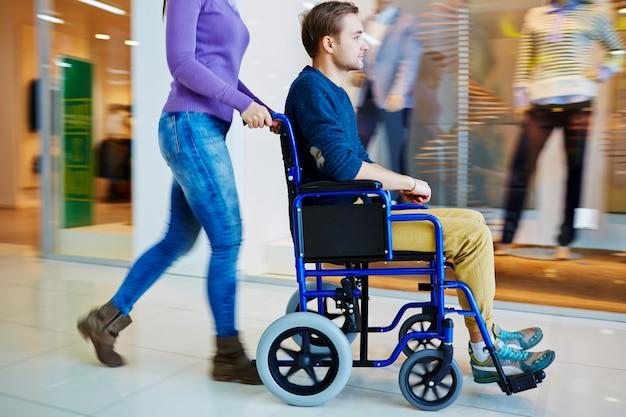 Winkelen in rolstoel