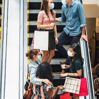 Winkelen in winkelcentrum in het nieuwe normaal