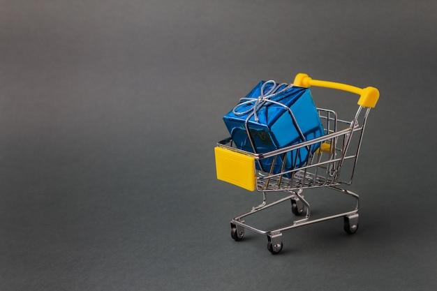 Winkelwagen met cadeaus