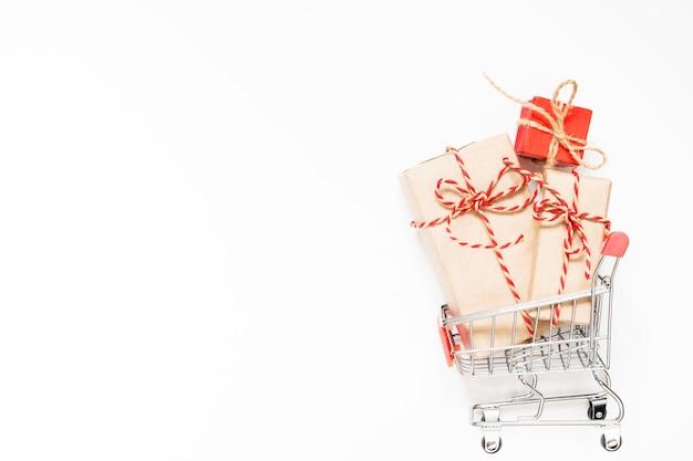 Winkelwagen met geschenken
