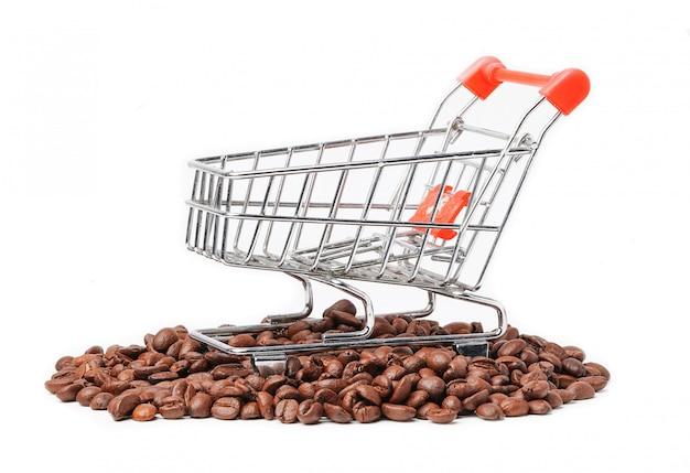 Winkelwagen op koffiebonen