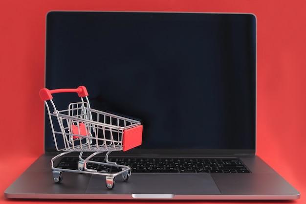 Winkelwagen op laptop
