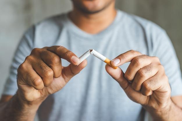 Winnen met verslaafde nicotineproblemen, stoppen met roken. stoppen met verslaving concept.