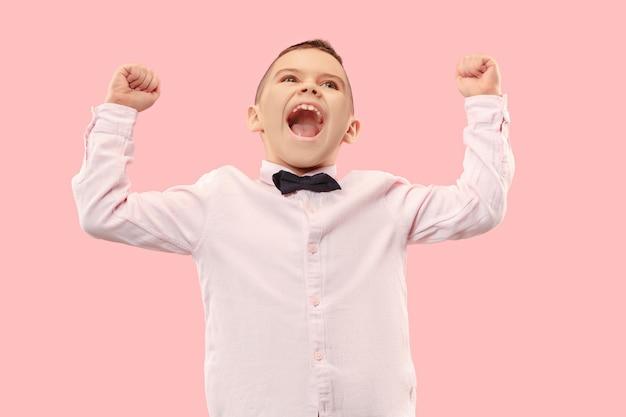Winnend succes man blij extatisch vieren een winnaar zijn. dynamisch energetisch beeld van mannelijk model