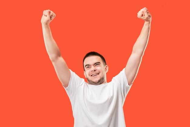 Winnend succes man blij extatisch vieren een winnaar zijn.