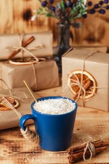 Winter drankje. zoete warme drank. drink in een glas