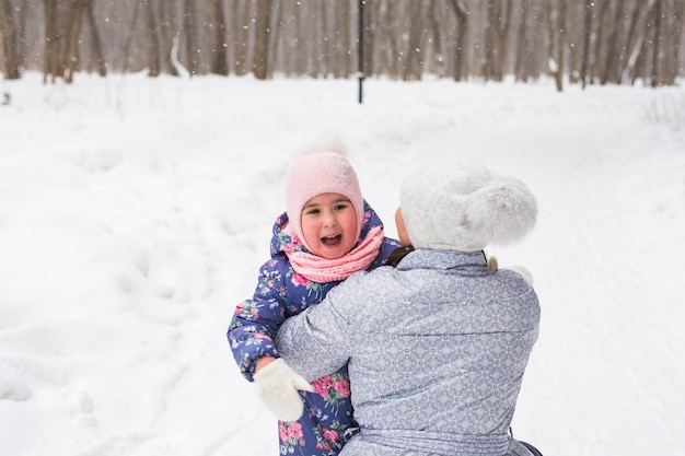 Winter, familie en jeugdconcept