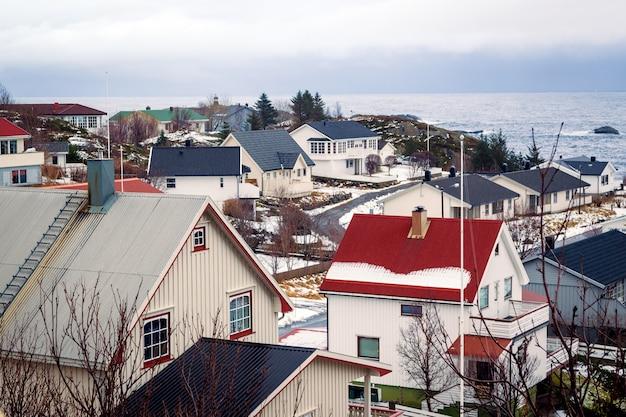Winter huizen aan de oceaan