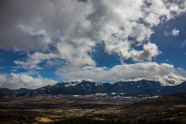 Winter in la cerdanya, pyreneeën, spanje