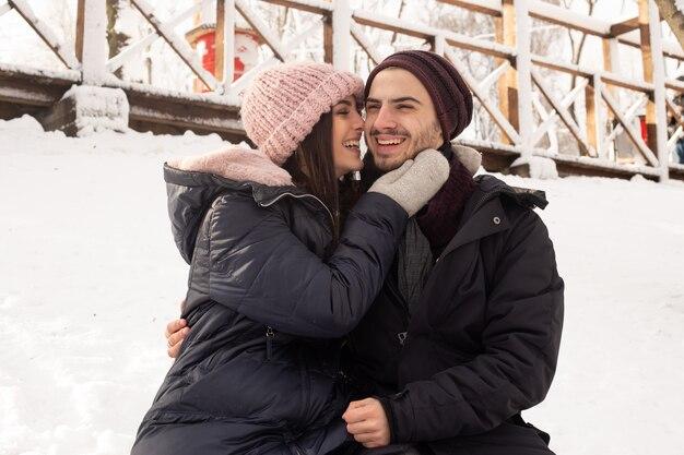 Winter liefdesverhaal, een mooi stijlvol jong stel.