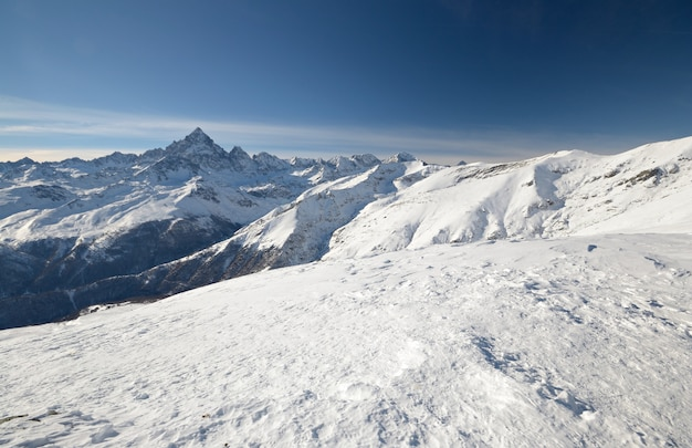 Winter schilderachtige landschap in het italiaans
