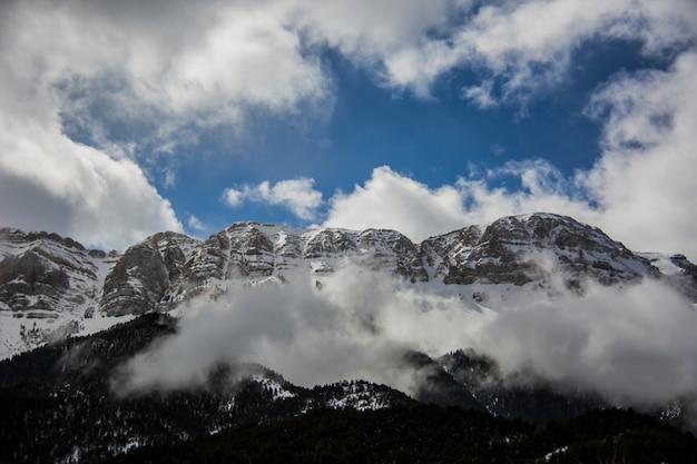 Winter serra del cadi in la cerdanya, pyreneeën, spanje