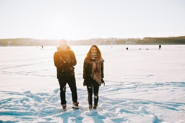 Winter verliefde paar