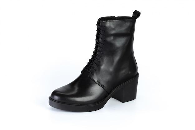 Winter vrouwelijke lederen laarzen geïsoleerd