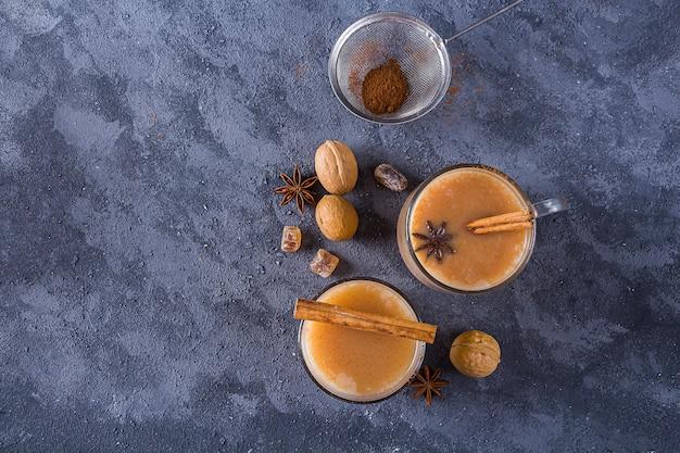 Winter warme dranken cacao met kaneel