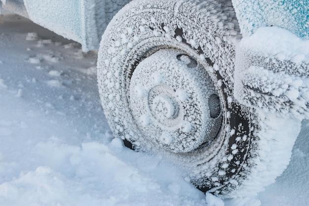 Winterbanden bij extreem koude temperaturen, strenge winter