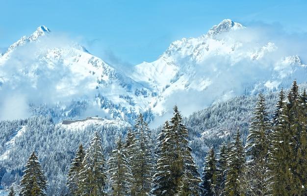 Winterberglandschap met sparren (rand van heiterwang, oostenrijk, tirol)