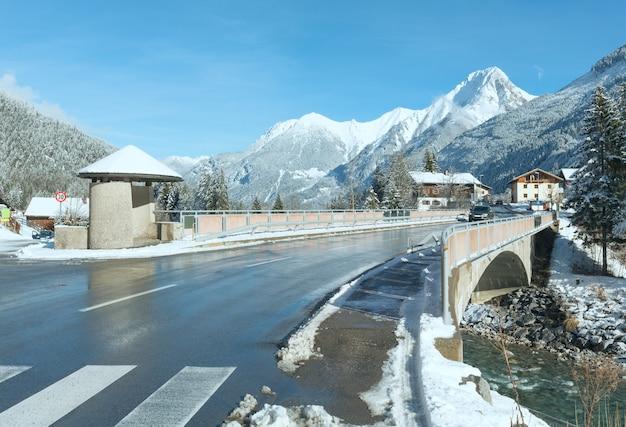 Wintergezicht haselgehr dorp (oostenrijk, tirol)